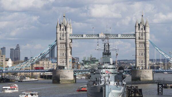Вид на Тауэрский мост над рекой Темзой в Лондоне - Sputnik Беларусь