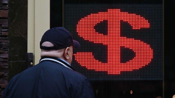 Электронное табло со знаком доллара на одной из улиц - Sputnik Беларусь