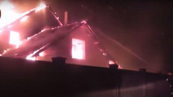 В Волковыске неизвестные подожгли дом и машину милиционера - Sputnik Беларусь