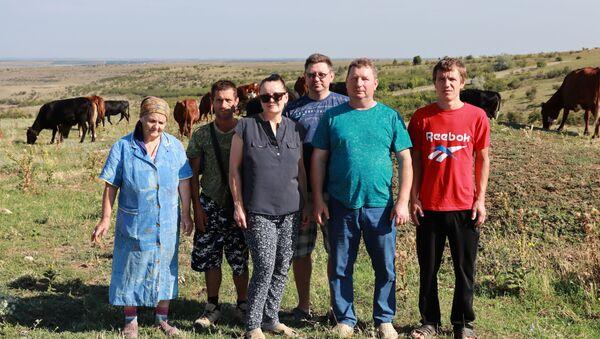 Наемных работников Белясовы брать на ферму категорически не хотят - Sputnik Беларусь