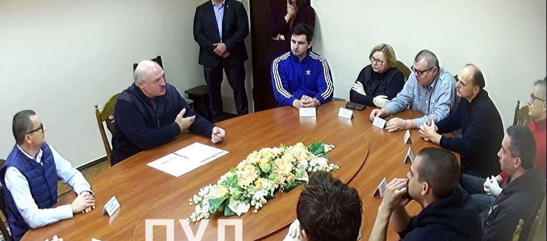 Президент Беларуси Александр Лукашенко посетил СИЗО КГБ, где под арестом находятся Бабарико и другие фигуранты уголовных дел, возбужденных после выборов - Sputnik Беларусь, 1920, 13.10.2020