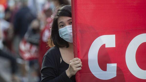 Акция протеста против тяжелых экономических условий и для получения дополнительных гарантий для рабочих, столкнувшихся с кризисом COVID-19, в Милане - Sputnik Беларусь