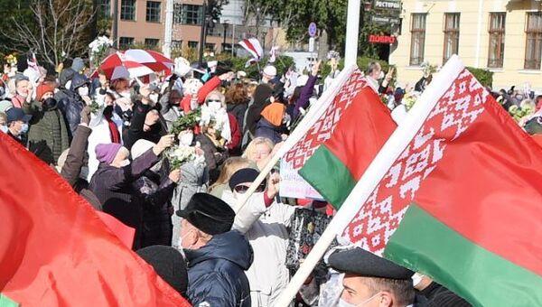 Провластный митинг на площади Независимости 19 октября - Sputnik Беларусь
