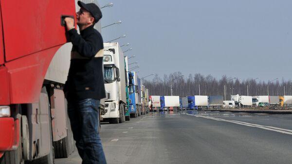Очередь из грузовых автомобилей  - Sputnik Беларусь