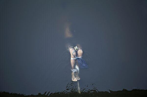 Снимок британского фотографа Линзи Биллинг Похороненная справедливость, занявший первое место среди одиночных работ в номинации Главные новости конкурса имени Андрея Стенина - Sputnik Беларусь