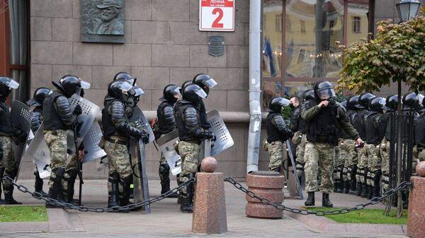 Белорусские силовики блокируют центр Минска, чтобы не допустить проведения акции протеста - Sputnik Беларусь