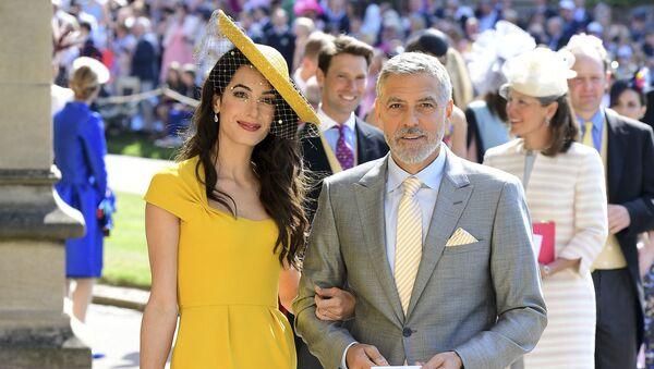 Джордж Клуни и его жена Амаль на свадьбе британского принца Гарри, герцога Сассекского и Меган Маркл  - Sputnik Беларусь