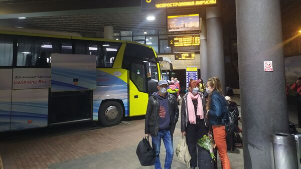 Пассажиры на автовокзале Центральный - Sputnik Беларусь