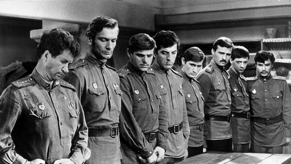 Кадр из фильма В бой идут одни старики, Александр Немченко - третий слева - Sputnik Беларусь
