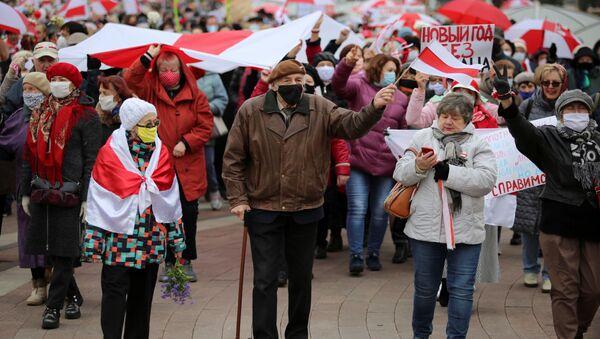Пенсионеры на акции протеста в Минске - Sputnik Беларусь