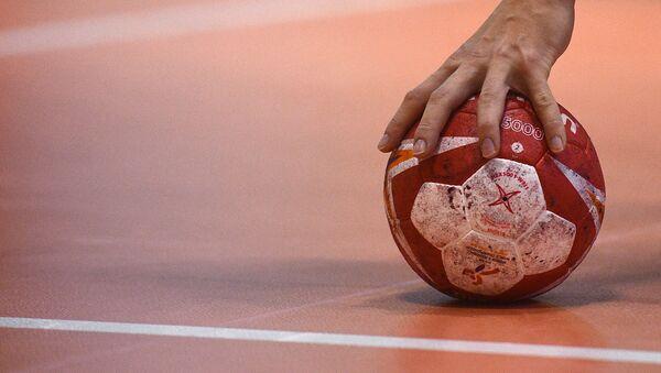 Гандбольный мяч на тренировке - Sputnik Беларусь