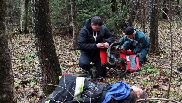 Спасатели нашли женщину, у которой в лесу произошел инсульт - Sputnik Беларусь