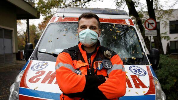 Польский медик у машины скорой помощи - Sputnik Беларусь