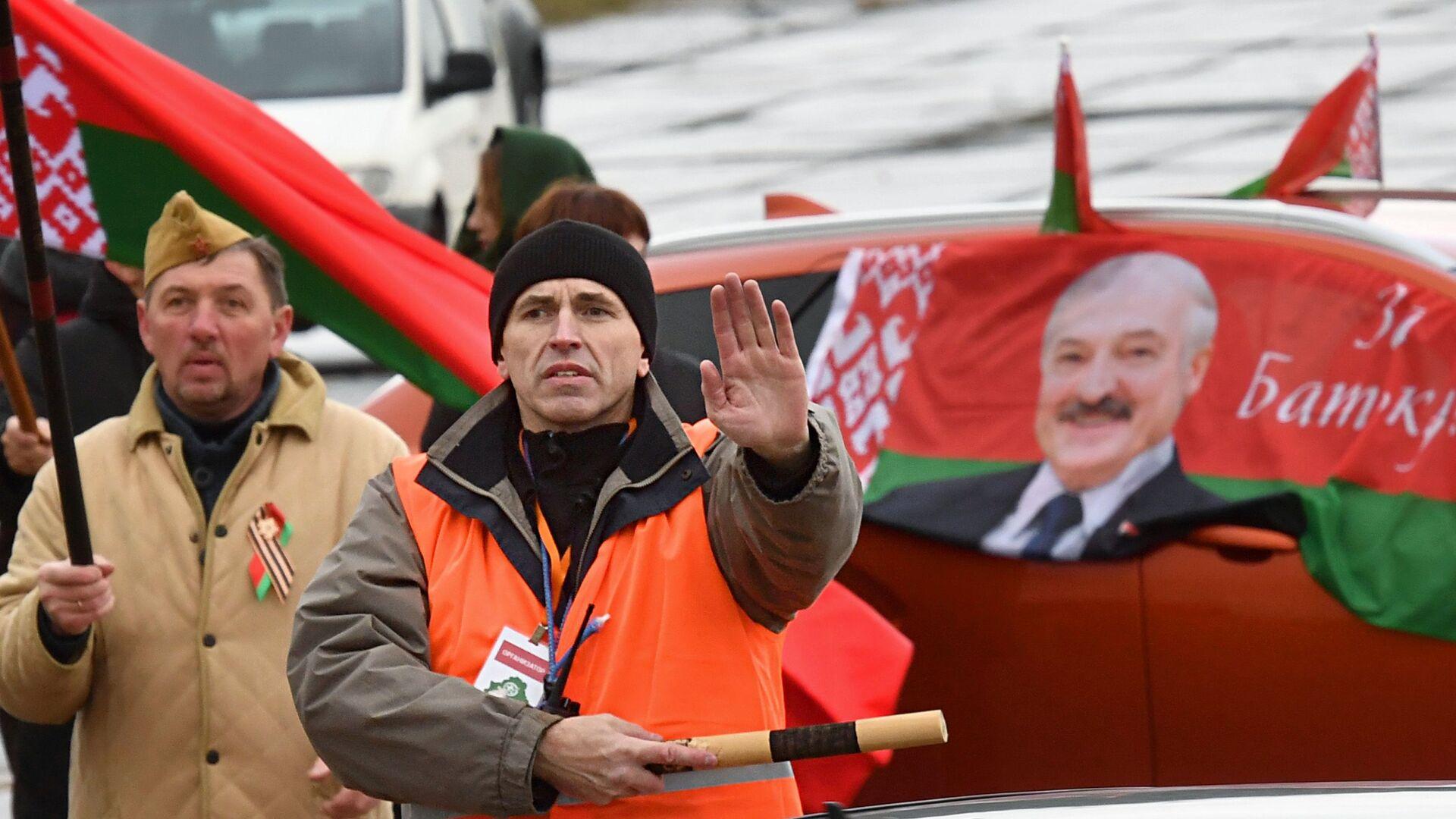 Автопробег в поддержку президента Лукашенко в Минске - Sputnik Беларусь, 1920, 28.09.2021