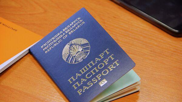Біяметрычны пашпарт прызначаны для выезду за мяжу - Sputnik Беларусь