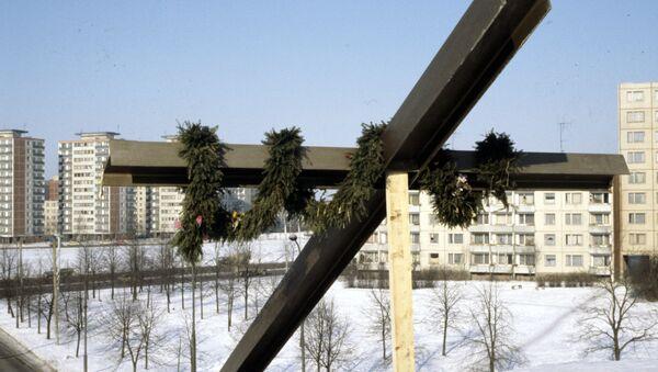 Памятник жертвам январских событий у здания телецентра в Вильнюсе - Sputnik Беларусь