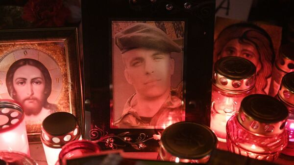 Меморил памяти Романа Бондаренко на площади Перемен в Минске - Sputnik Беларусь