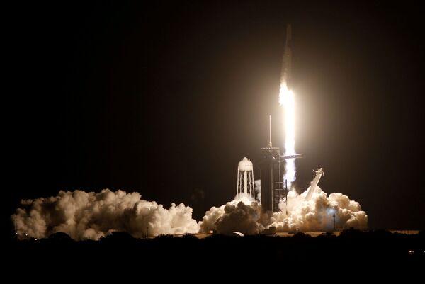 SpaceX запустили комический корабль на МКС - Sputnik Беларусь