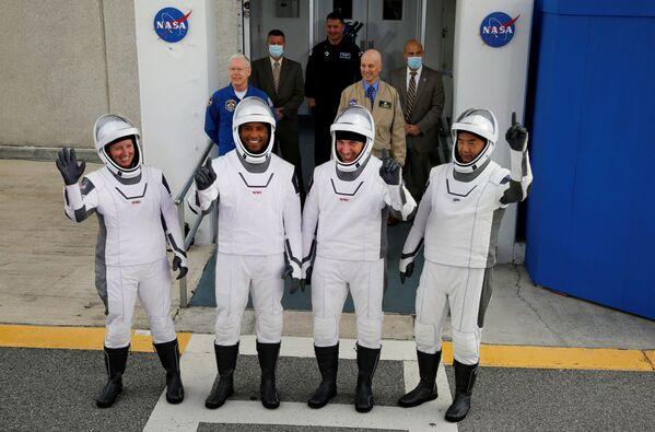 В состав экипажа Crew Dragon вошли три американских астронавта и один японский - Sputnik Беларусь