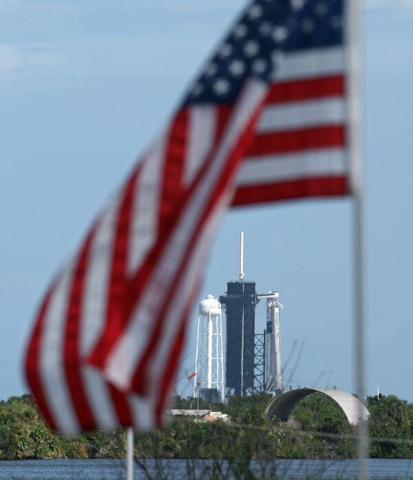 Ракета SpaceX Falcon 9 на стартовом комплексе 39A в Космическом центре Кеннеди во Флориде - Sputnik Беларусь