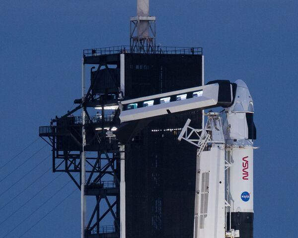 Подготовка к запуску к МКС ракеты Falcon 9 с кораблем Crew Dragon на космодроме Космического центра им. Дж. Ф. Кеннеди - Sputnik Беларусь