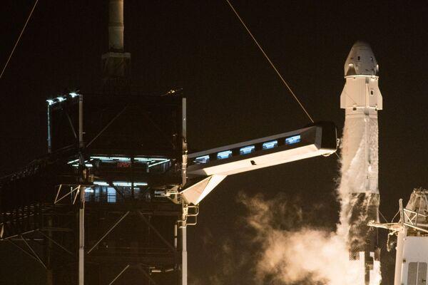 Старт ракеты Falcon 9 с кораблем Crew Dragon к МКС - Sputnik Беларусь