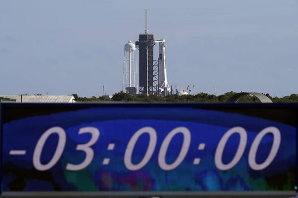 Табло временем, оставшимся до запуска ракеты Falcon 9 с кораблем Crew Dragon - Sputnik Беларусь