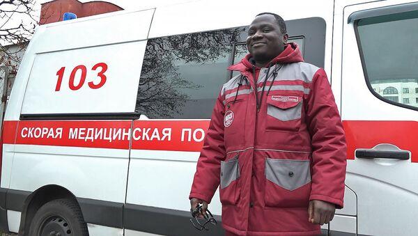Выклікаеце хуткую - прыязджае Прынц: як у Мінску жыве цемнаскуры доктар - Sputnik Беларусь