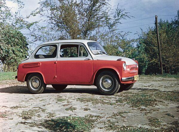 18 июня 1959 года вышел опытный образец автомобиля ЗАЗ-965 Запорожец, в октябре 1960 года начался его серийный выпуск, а 22 ноября с конвеера сошла первая партия. - Sputnik Беларусь