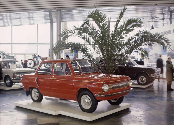 Всего с 1967 по 1994 на ЗАЗе было выпущено 3 млн 100 тыс. 338 второго поколения Запорожцев (моделей 966 и 968). - Sputnik Беларусь