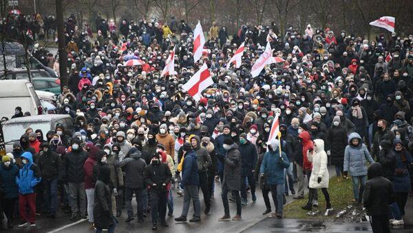 Протестующие на акции в Минске - Sputnik Беларусь