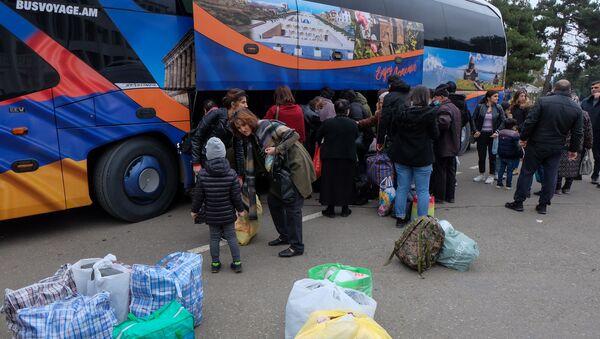 Возвращение беженцев в Нагорный Карабах - Sputnik Беларусь