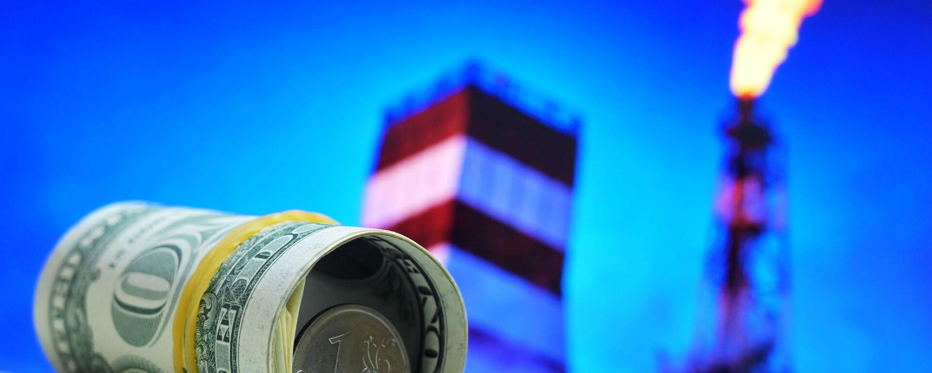 Денежные купюры США и монета номиналом один рубль - Sputnik Беларусь, 1920, 08.01.2021