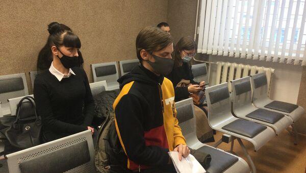 В Минске судят студента иняза, который оскорбил командира ОМОНа - Sputnik Беларусь
