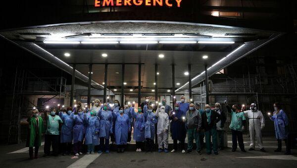 Акцыя медыцынскага персаналу найбуйнейшай бальніцы хуткай дапамогі Сафіі з заклікам выконваць абмежаванні - Sputnik Беларусь