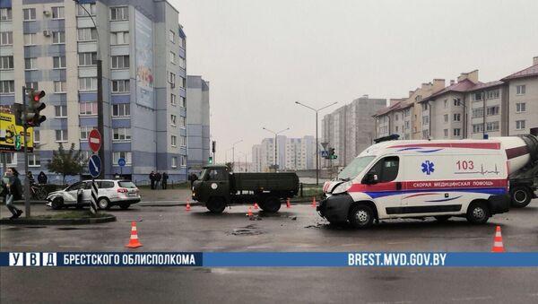 Последствия ДТП со скорой помощью в Бресте - Sputnik Беларусь