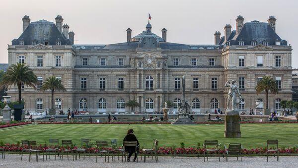 Вид на здание французского сената (верхняя палата парламента) в Париже - Sputnik Беларусь