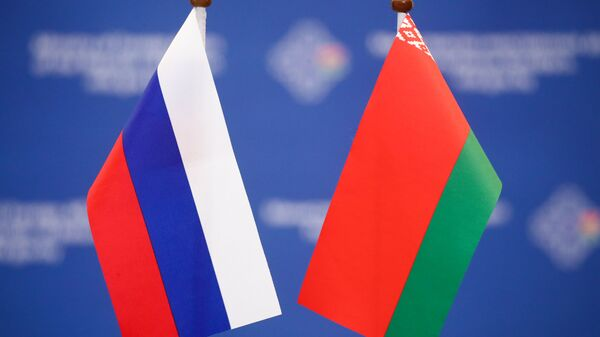 Флаги Беларуси и России - Sputnik Беларусь