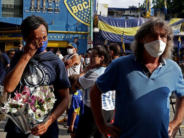 Фанаты легенды аргентинского футбола отдают дать уважения Диего Марадоне - Sputnik Беларусь