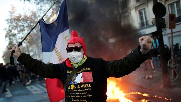 Акция протеста в Париже - Sputnik Беларусь