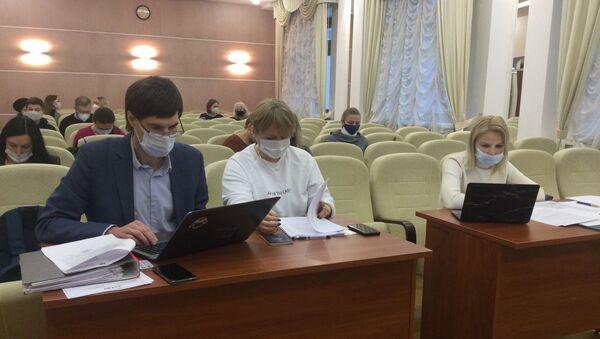 Представители TUT.by и министерства информации перед началом суда   - Sputnik Беларусь