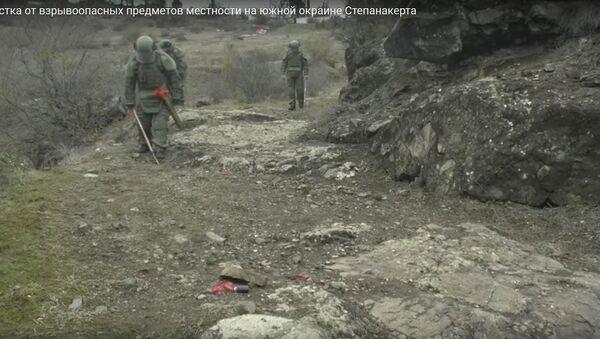 Мина за миной: сколько взрывчатки нашли саперы на окраине Степанакерта? - Sputnik Беларусь
