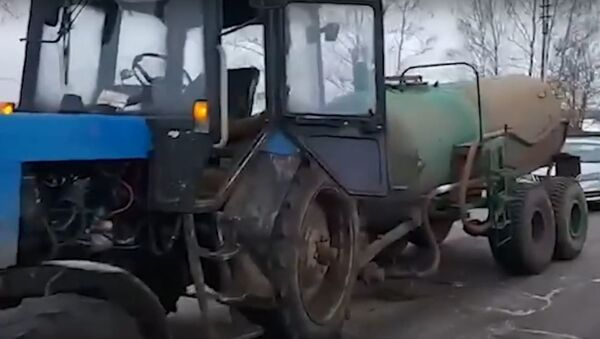 Маленькая девочка попала под колеса трактора в Могилевском районе - Sputnik Беларусь