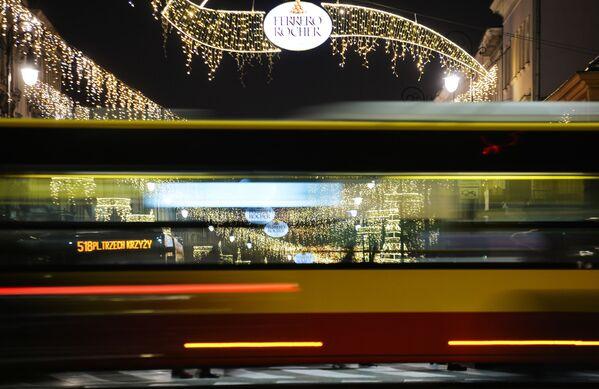 Новогодняя иллюминация на одной из улиц в Варшаве - Sputnik Беларусь