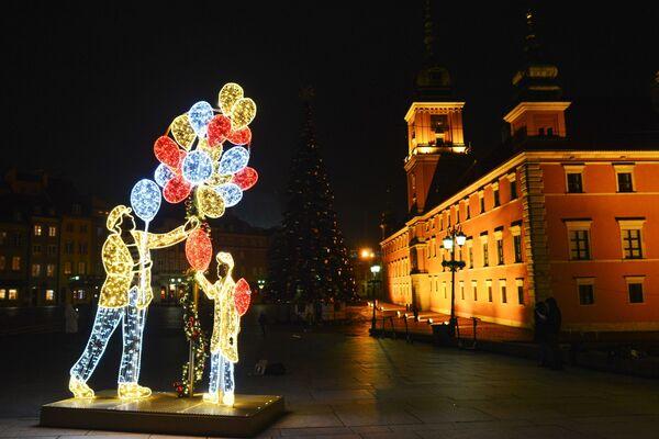 Новогодняя иллюминация на площади перед Королевским дворцом в Варшаве - Sputnik Беларусь