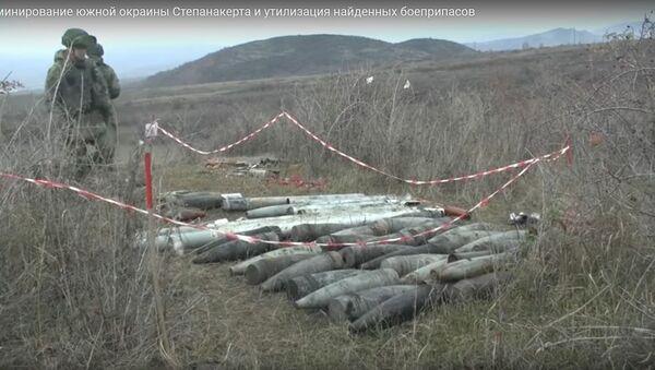 Как саперы уничтожают боеприпасы, найденные на окраине Степанакерта - видео - Sputnik Беларусь