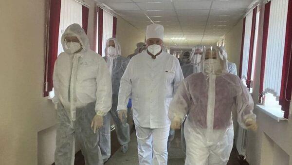 Прэзідэнт Аляксандр Лукашэнка ў Стаўбцоўскай ЦРБ - Sputnik Беларусь