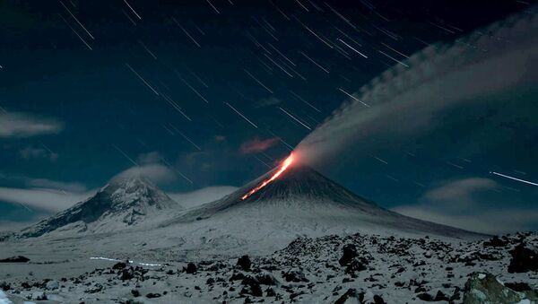 Извержение вулкана Ключевской - видео - Sputnik Беларусь