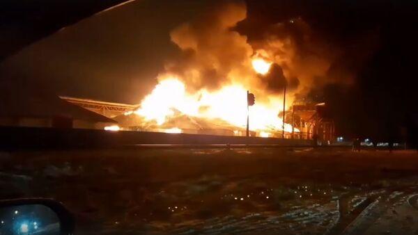 Сильный пожар произошел на зерноскладе в Кобрине - Sputnik Беларусь