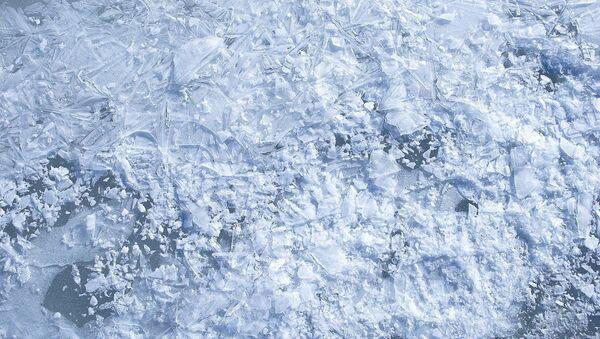 Лед на озере, архивное фото - Sputnik Беларусь